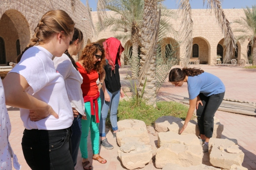 Talking about stone deterioration to the MSc students from UCL Qatar in Doha.  Sheikh Faisal Museum. Photo by Stephanie Black.