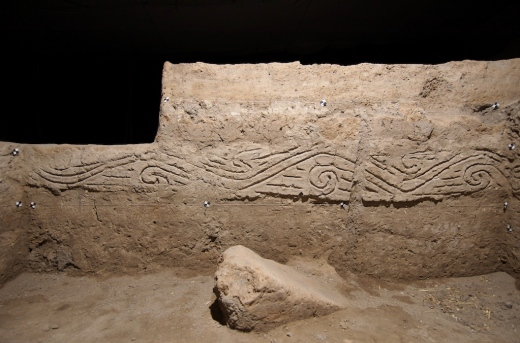 Neolithic incised relief with spiral decoration (mud plaster)
